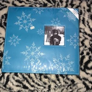 Other - 12 x 12 snowflakes scrapbook album New 🍒